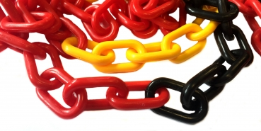 Plastic chain 8mm black/ yellow/ red